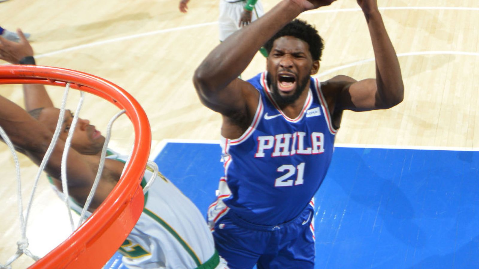 Joel Embiid batte Boston