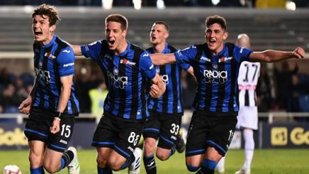 missione champions, atalanta puoi. Esultanza dei giocatori dell'atalanta per la vittoria che li porta in zona champions.