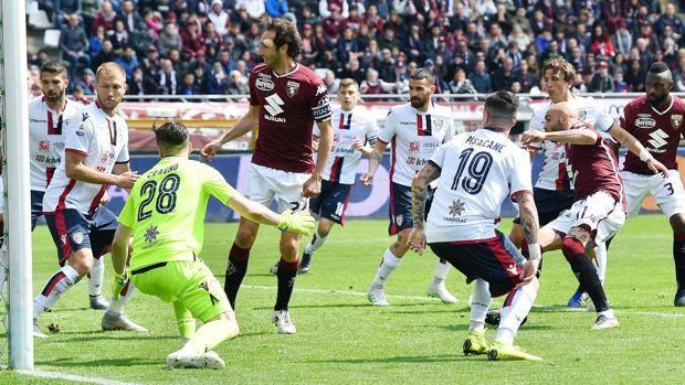 La zampata con cui Zaza porta in vantaggio il Torino.
