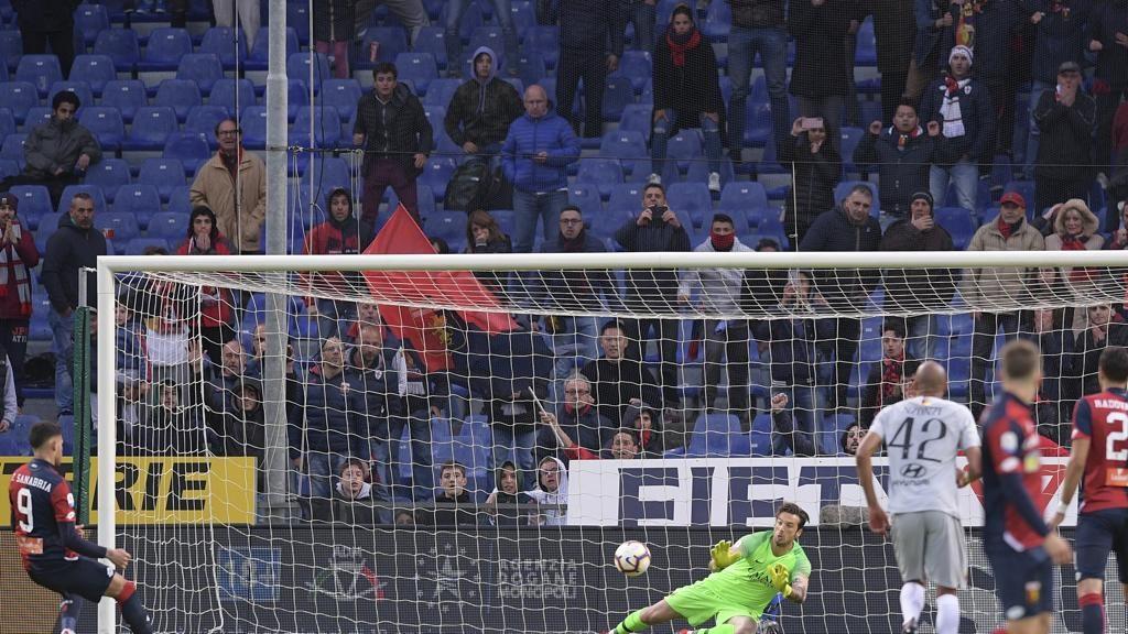 Anotonio Mirante al minuto 96 para il calcio di rigore a Sanabria. Roma dove sei? A Genova è un punto per parte
