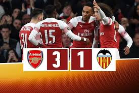 L'Arsenal batte 3-1 il Valencia all'Emirates Stadium di Londra.