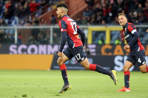 L'esultanza del giocatore genoano, Romero per il gol del pareggio. Roma dove sei? A Genova è un punto per parte