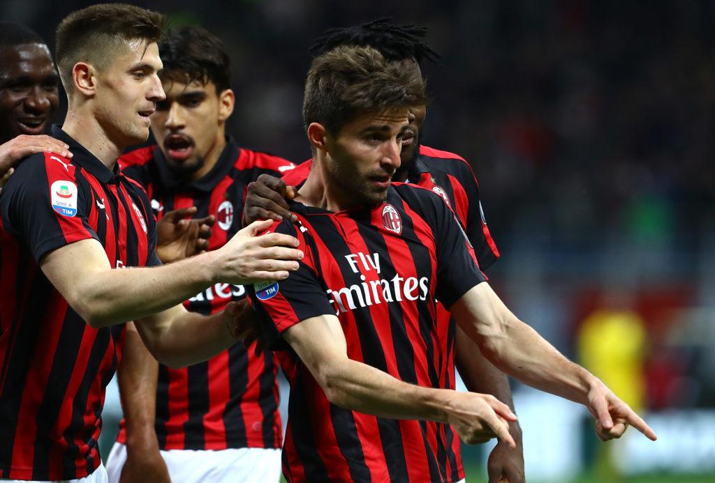 Borini entrato da poco sul terreno di gioco realizza la rete del raddoppio per il Milan e viene festeggiato dai compagni di squadra. Milan-Bologna 2-0.