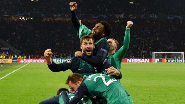 la gioia di tutti i giocatori del Tottenham dopo il vantaggio al minuto 95. Tottenham è Finale! Lucas&Co. eliminano 2a3 l'Ajax delle meraviglie.