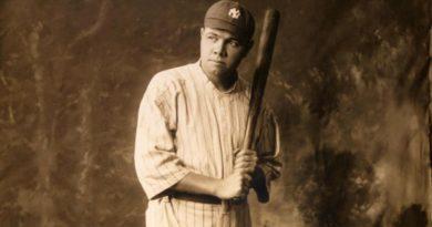 Babe Ruth, l'asso del baseball colpisce ancora: maglia venduta all'asta per 5 mln di dollari