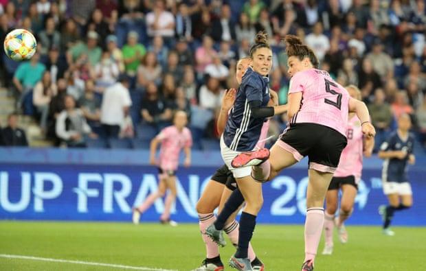 Beattie di testa insacca in rete e chiude virtualmente il Mondiale delle Argentine; Scozia-Argentina 2-0.