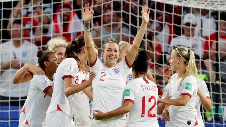 Lucy Bronze fa 0-3 per l'Inghilterra