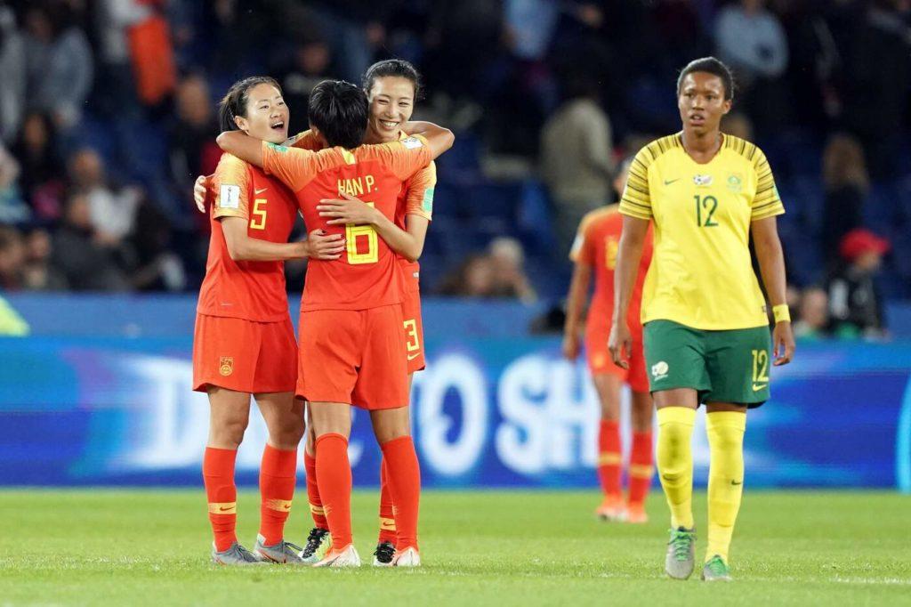 Le ragazze Cinesi possono esultare per l'importante vittoria ottenuta al Parco dei Principi di Parigi contro il Sudafrica.