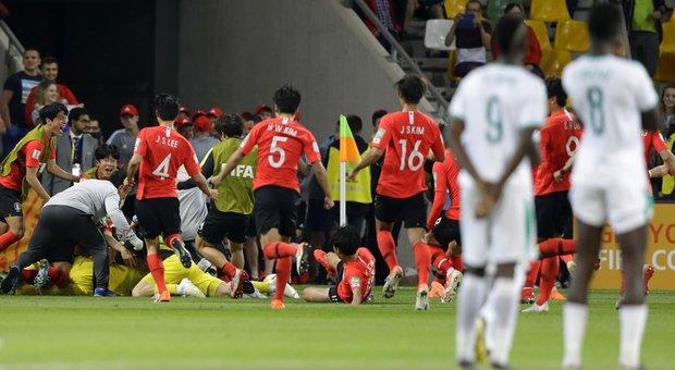 La gioia della Corea del Sud U20 dopo i quarti di finale dei Mondiali Under20 vinti ai rigori, che hanno permesso agli Asiatici di approdare alle semi finali del Mondiale che oggi li hanno visti battere anche l'Ecuador.