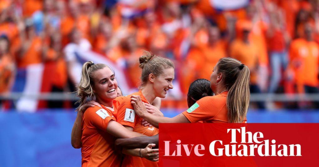 L'esultanza delle ragazze Olandesi che con questa rete chiudono definitivamente la contesa: Olanda-Camerun 3-1.