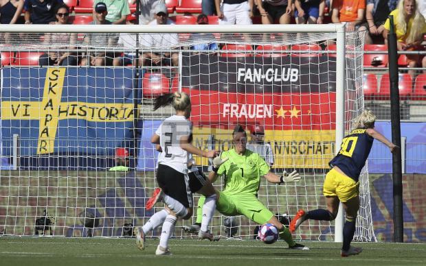 Il pareggio di Jakobsson. Germania-Svezia 1-1.