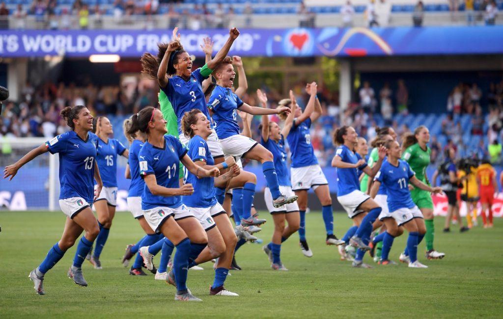 La festa delle ragazze azzurre a Montpellier dopo il successo contro la Cina; ottavo di finale: Italia-Cina.