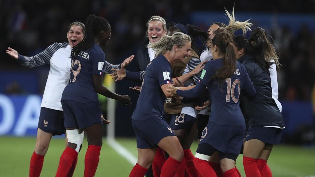 Le francesi dopo la vittoria contro la Corea del Sud (Gruppo A).