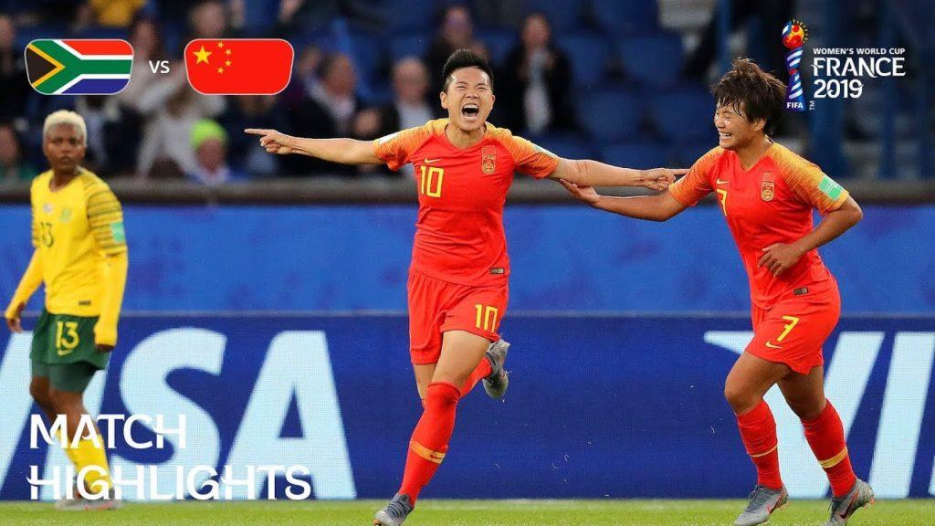 L'esultanza di Li Ying, numero 10 della Nazionale Cinese femminile per il goal del vantaggio; Sudafrica-Cina 0-1.
