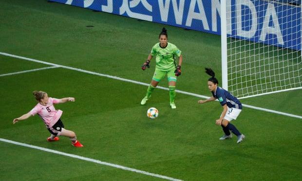 a rete con cui Kim Little porta avanti la sua Nazionale in questa partita fondamentale! Scozia-Argentina 1-0.
