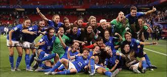 La festa delle Azzurre per il passaggio del turno e la vittoria del raggruppamento (Gruppo C).