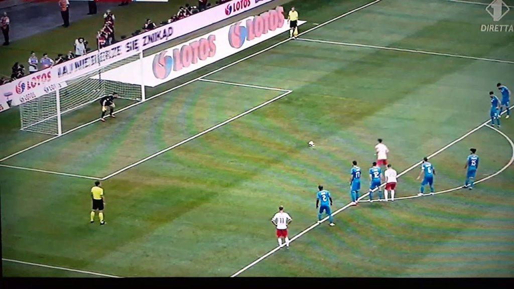 Il calcio di rigore con cui Lewandowski ha portato sul momentaneo 2-0 i suoi contro Israele.