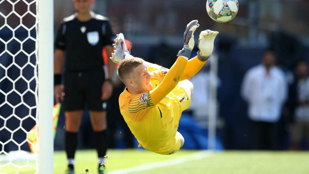 Pickford para il rigore di Drmic e da la vittoria all'Inghilterra