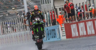 Superbike, Odissea in Gara 1: Rea vince sul bagnato