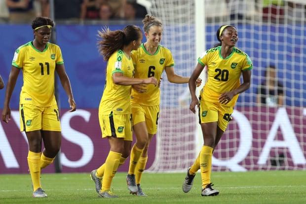 Esultano le Giamaicane per questo primo storico goal nella fase finale di un Mondiale.