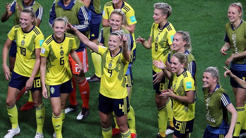 La festa delle ragazze svedesi che possono sorridere per l'approdo ai quarti di finale; ottavo di finale Svezia-Canada.