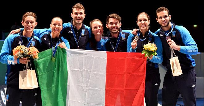 L'Italia è storicamente la Nazionale più medaglia ai Mondiali di scherma; in questa foto alcuni dei medagliati azzurri ai Mondiali del 2017.
