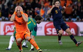 La disperazione di Robben dopo l'occasione mancata in finale contro la Spagna ai Mondiali del 2010.