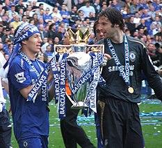 Robben festeggia la sua prima Premier League nella stagione 2004-2005.