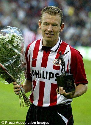 Arjen Robben col premio per il miglior giovane della stagione in Eredivisie nel 2002-2003.