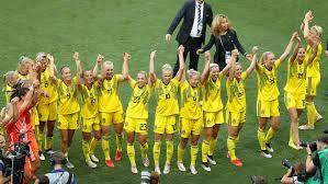 Le ragazze svedesi festeggiano il terzo posto al Mondiale femminile di Francia 2019.