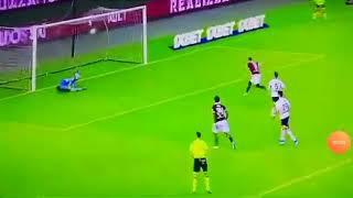 Belotti spiazza il portiere e pareggia dagli 11 metri; Torino-Lecce 1-1.