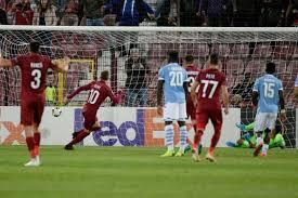 Deac trova il pareggio per il Cluj dagli undici metri; Cluj-Lazio 1-1.