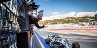 GP Russia | Hamilton beffa le Ferrari! Doppietta Mercedes a Sochi