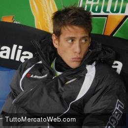 L'attaccante sbarca in Italia vestendo la maglia del Cesena.
