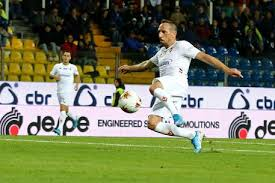 La volée mancina del fenomenale Ribery che regala il momentaneo doppio vantaggio alla Fiorentina. Atalanta-Fiorentina 0-2.