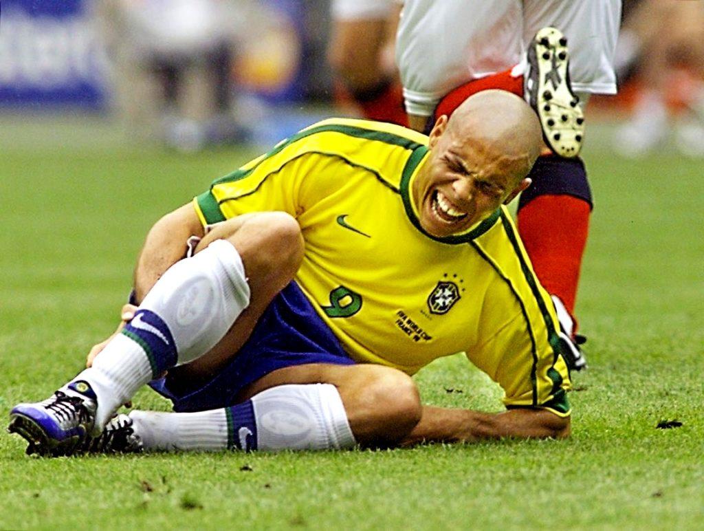 Luis Nazario de Lima - Ronaldo sofferente a terra