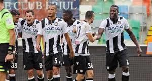 I-calciatori-dellUdinese-festeggiano-con-Okaka-la-rete-dell1-0-che-a-fine-gara-risulterà-decisiva-Udinese-Torino-1-0