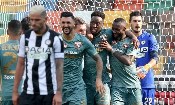 Udinese-Torino 1-1; l'esultanza di Meite e compagni per il gol del pareggio.