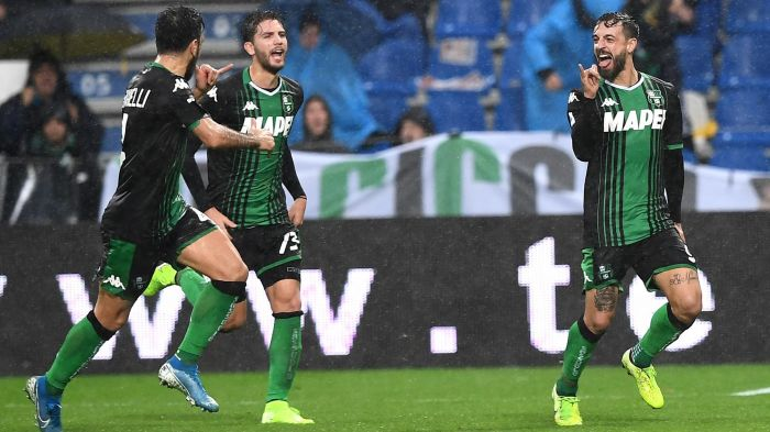 Lazio 3 punti e terzo posto in classifica. Francesco Caputo esulta dopo il gol del pareggio al 45' del primo tempo Sassuolo Lazio