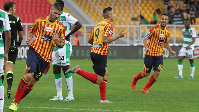 esultanza di Lapadula dopo lo splendido gol del vantaggio Lecce Sassuolo 2-2 ed un punto per parte