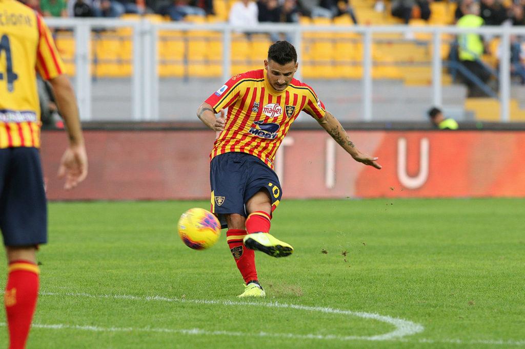 perfetta la punizione di Falco che riporta in vantaggio il Lecce Lecce Sassuolo 2-2 ed un punto per parte