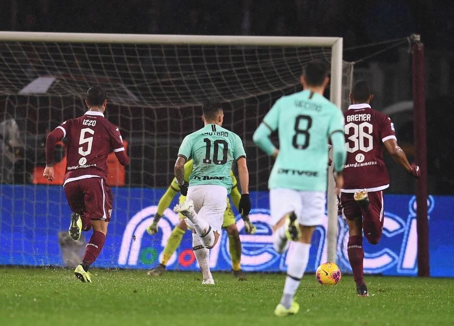 """l'azione che ha portato in vantaggio l'Inter con L. Martinez L'Inter """"mata"""" il Toro e continua la corsa alla Juventus"""