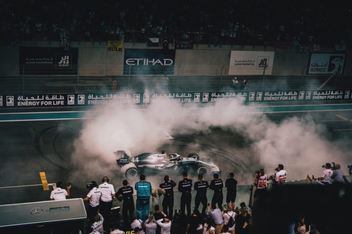 GP Abu Dhabi, Hamilton domina davanti a Verstappen e Leclerc