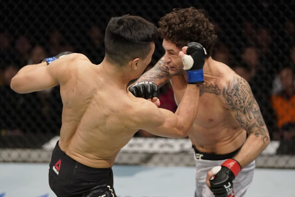 UFC Fight Night 165 - The Korean Zombie colpisce Frankie Edgar