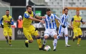 Un'azione di gioco della partita dell'Adriatico; Pescara-Chievo 0-0.
