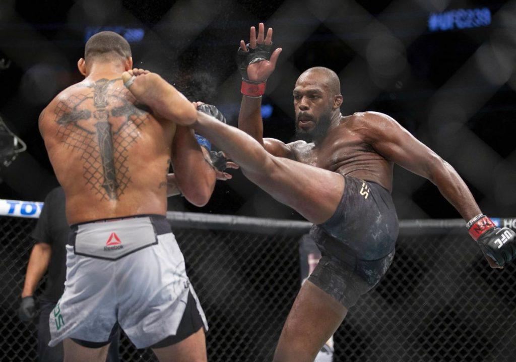 UFC - Jon Jones contro Thiago Santos