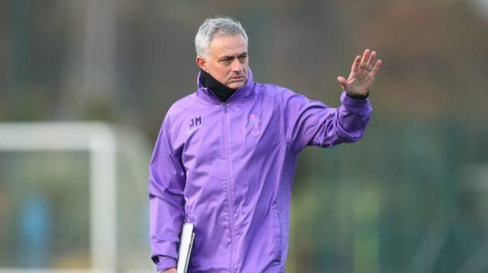 Mourinho aiuta gli anziani di Londra
