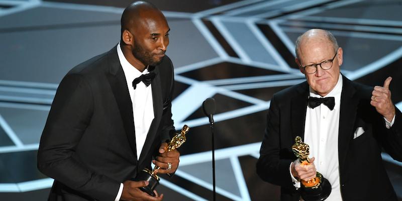 Kobe Bryant e Glen Keane alla cerimonia degli Oscar 2018.