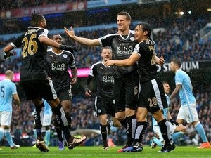 I giocatori del Leicester City esultano per la rete di Huth