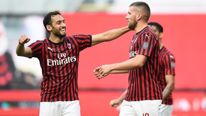 Milan, Hakan Çalhanoğlu e Ante Rebic, entrambi in gol nel match contro la Roma, finito 2 - 0 per il Milan. Spal - Milan